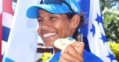 Ana Vega con Medalla de Oro para  Nicaragua3