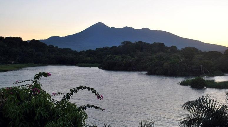 volcan-lago
