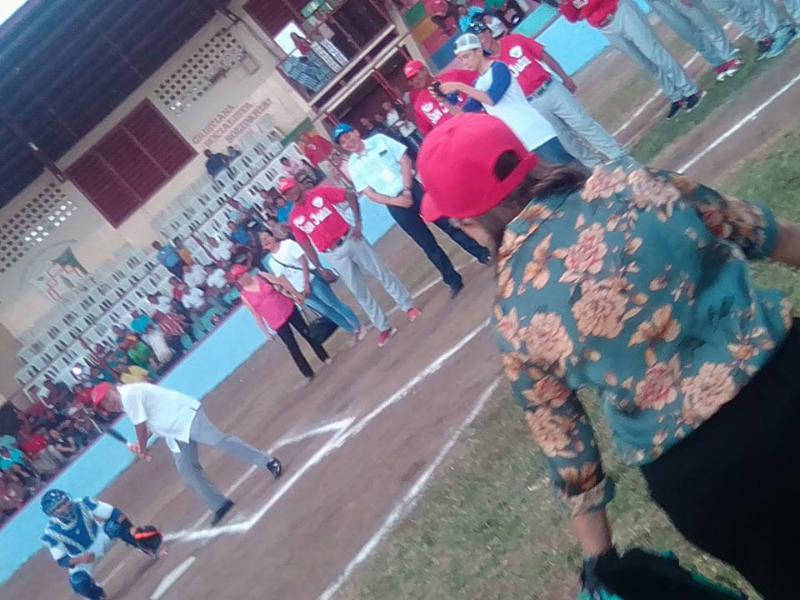 Juego inaugural frente a nuevas graderias