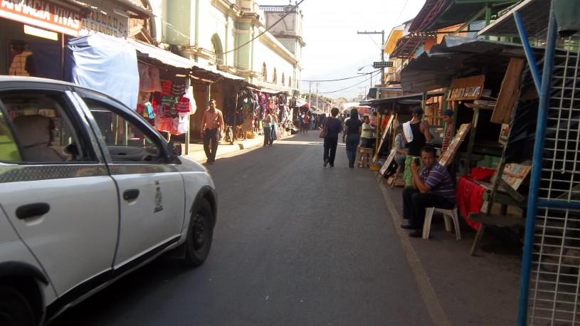 Calle El Comercio y Mercado (izq,)