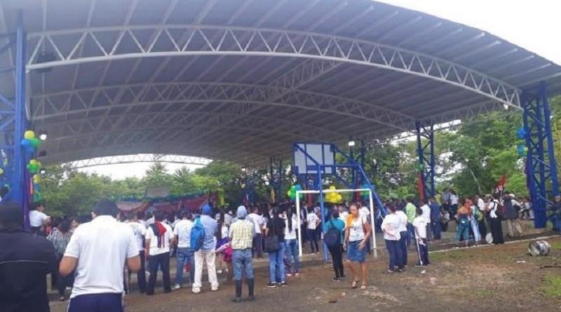 Cancha multiusos en Centro Educativo San Carlos Borromeo en San Carlos, Río San Juan
