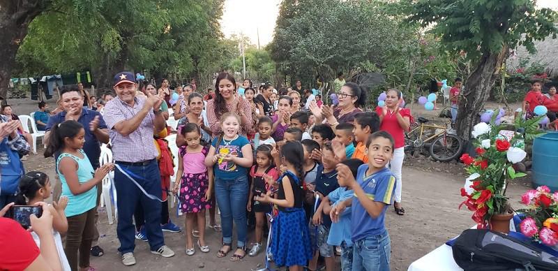 Inaugurando las mejoras en  dos calles en la  comunidad Casas Nuevas  en El Jicaral