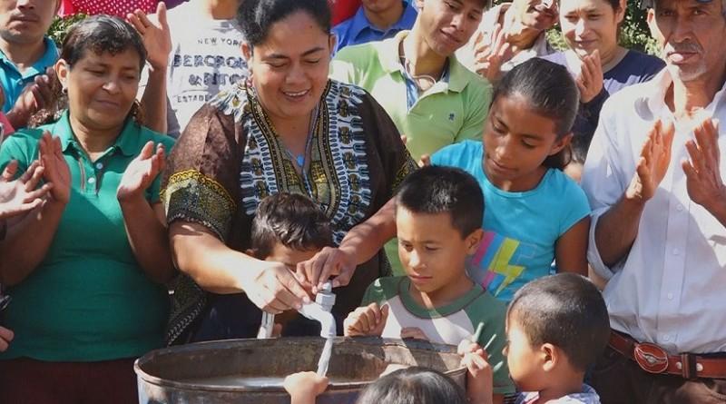 Protagonistas de la Comunidad la Lumbrera celebran mejoras en el sistema de agua potable