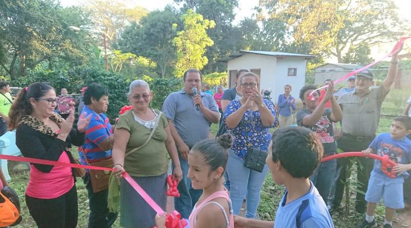 Protagonistas en inauguración de obras de construcción II etapa parque natural de Dolores
