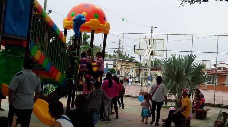 Catarina.Remplazo de juegos infantiles en parque