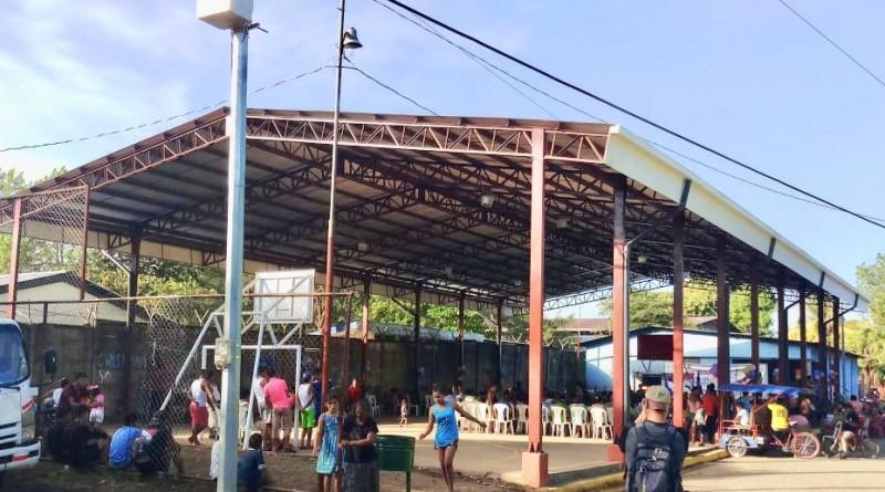 En el reparto La Resistencia el gobierno local instaló techo en la cancha local