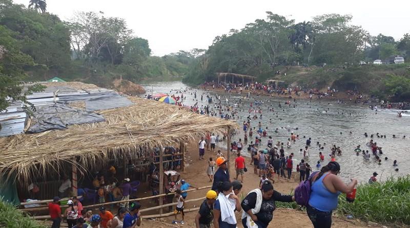 Rositeños disfrutando de las aguas del Bambana