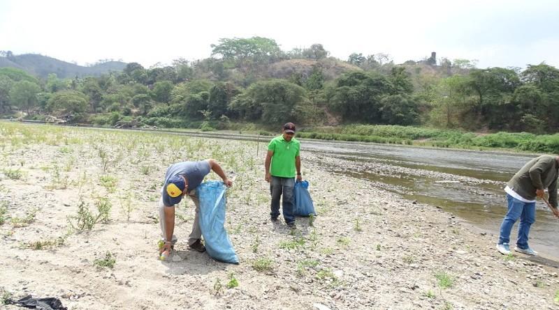 Jornada de limpieza en la ribera del Río Coco en Wiwilí, Nueva Segovia