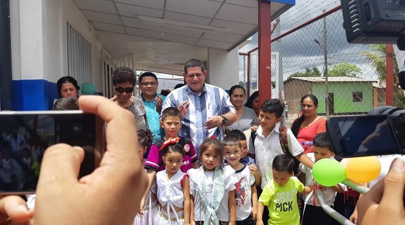 El alcalde Francisco Valenzuela y protagonistas inauguran  mejoras al  preescolar José Benito Escobar en Estelí donde se educan 74 infantes. La inversión fue de dos millones