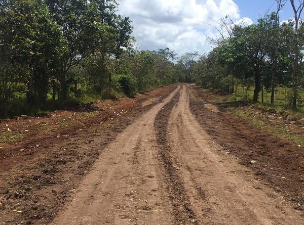 Camino de todo tiempo mejorado en la comarca Wanacreck en El Rama