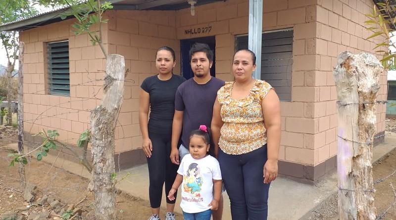 En Chontales, dos proyectos de vivienda aseguraron un techo digno a 49 familias, 34 están en el barrio Morel, La Libertad, y 15 en el barrio Loma Linda en Juigalpa. La Inversión fue de diez millones 230 mil 741 córdobas.