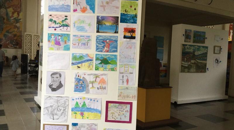 Dibujos infantil expuesto en el Palacio  de Cultura