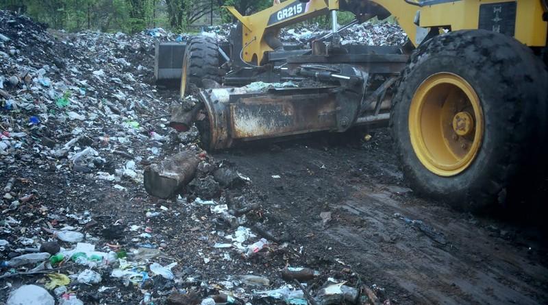 Limpieza de basurero en El Jicaral