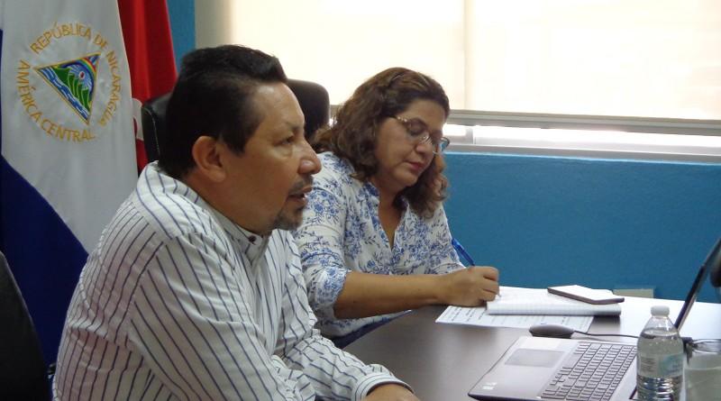 Salvador Vanegas, asesor presidencial para temas educativos y Guiomar Irías, Presidenta Ejecutiva de INIFOM