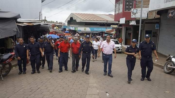 Representantes de los Bomberos Unificados y autoridades del Tuma -La Dalia recorrer las calles del municipio tras la inauguración reciente de una unidad