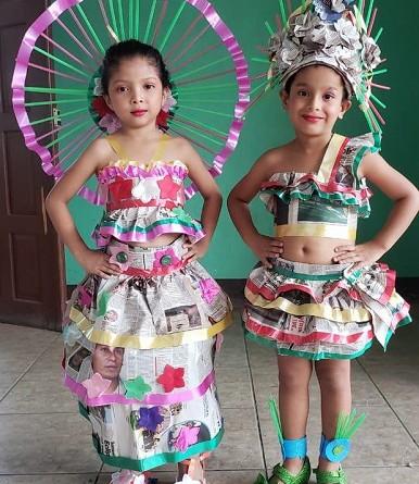 trajes de pasarela con material reciclado