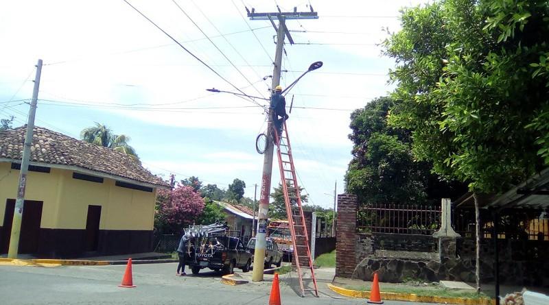 Las 155 luminarias públicas recién remplazadas en el barrio Este de Altagracia con un financiamiento de dos millones cien mil córdobas, contribuirá con la seguridad de los habitantes del sector.