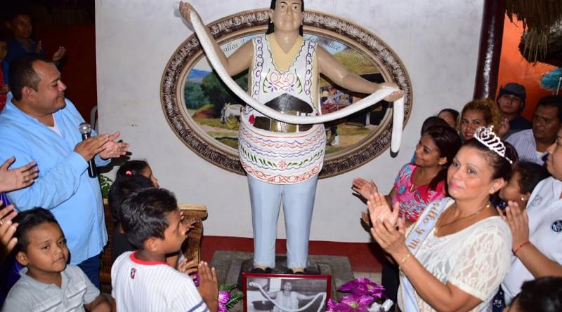 Monumento en homenaje a doña Juana Dalila Silva piononera del quesillo en Nagarote.