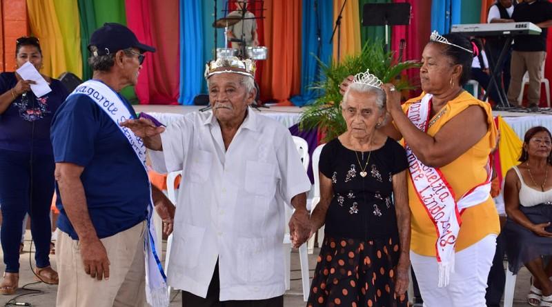 En el marco de las fiestas patronales se eligió rey y reina de la tercera edad en el día de san Joaquín y Santa Ana