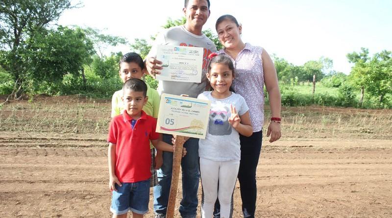 Protagonistas de Villa El  Carmen.Programa Nacional de Lotificación Bismarck Martínez.