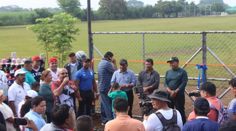 Con una inversión de 650 mil córdobas la alcaldía mejoró el campo deportivo del barrio Los Robles en El Viejo con un financiamiento de 650 mil córdobas.
