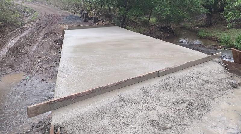 Las familias de la comunidad El Bejuco en Villa Sandino inaugurarán el puente vehicular recién construido.