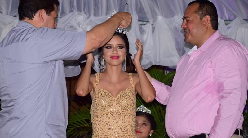 Coronación de la reina de las fiestas patronales Rachel Montoya