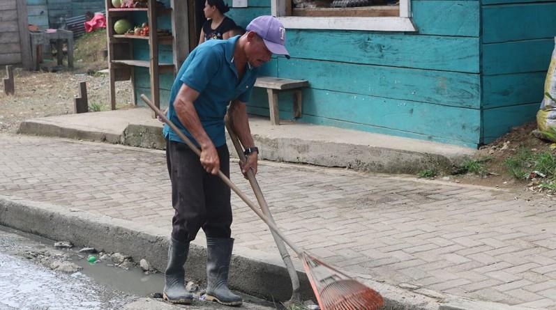 Buena práctica para prevenir enfermedades  y embellecer  el entorno