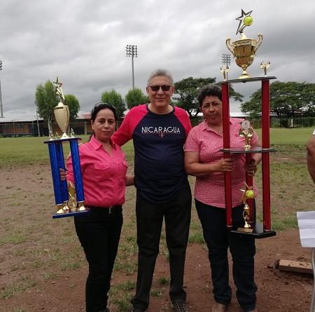 Es interés del gobierno fortalecer las disciplinas deportivas ya para la recreación o para el profesionalismo..En la foto integrantes de la  liga de Softbol femenio de Juigalpa