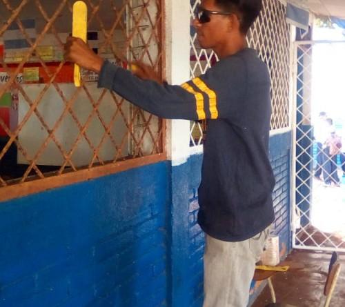 Labores de embellecimiento con pintura y más en la escuela Antonio Lara de Corinto