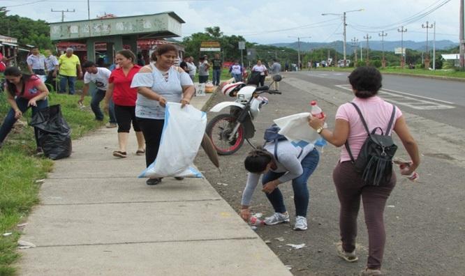 Apoyando en la limpieza en Acoyapa