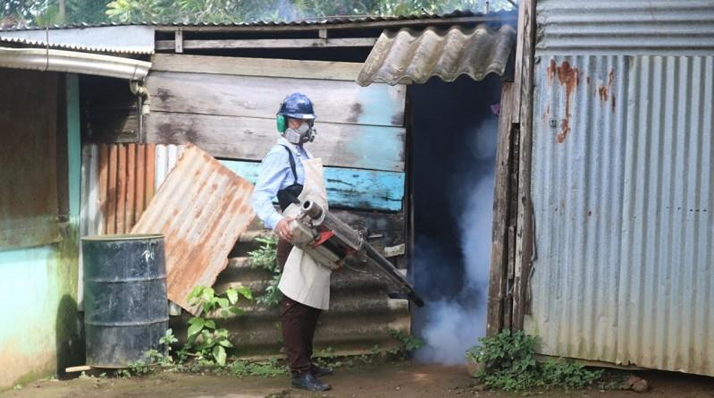 En Siuna, complementando con la fumigación para prevenir y combatir el dengue