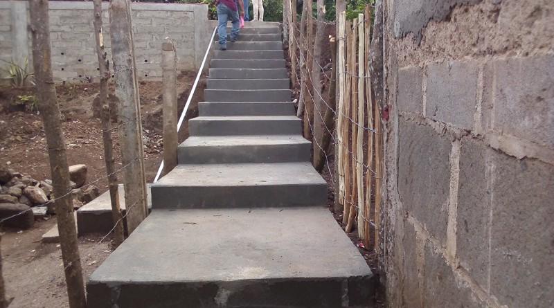 La alcaldía de Diriá construyó un muro de contención como obra de mitigación en la comunidad El Arroyo y 51 metros de andenes en el reparto 17 de Julio. Ambas obras costaron a la comuna   530 mil córdobas.
