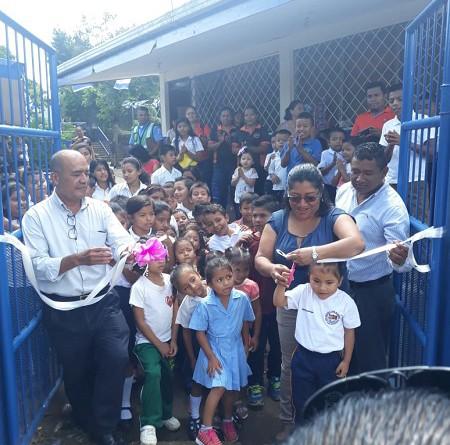 La remodelación de la infraestructura escolar de la escuela San Silvestre en el barrio Luis Fernando Carballo se suma a las obras inauguradas en días recién pasados. La Inversión fue de 325 mil 64 córdobas.