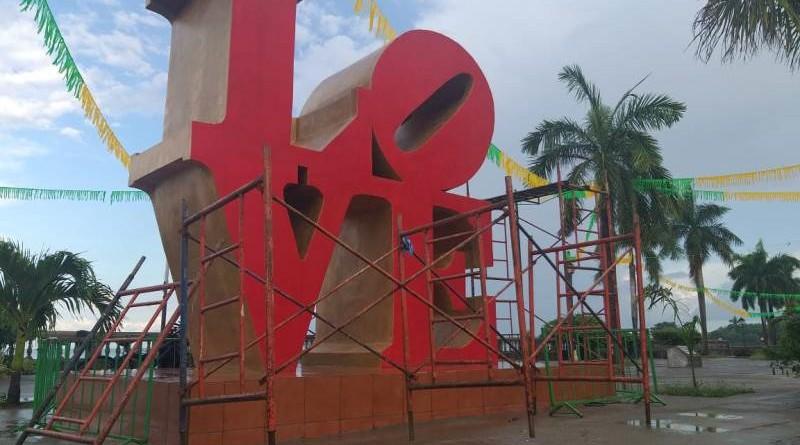 En Granada,  la inauguración del monumento al Amor reunirá a la población en El Malecón de la Gran Sultana.