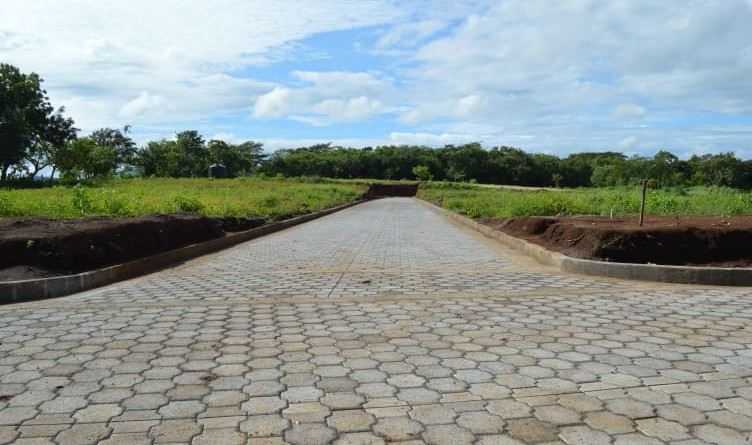 El gobierno del poder ciudadano de La Conquista construyó una calle con adoquín en el barrio Bismarck Martínez con un millón 702 mil 384 córdobas.