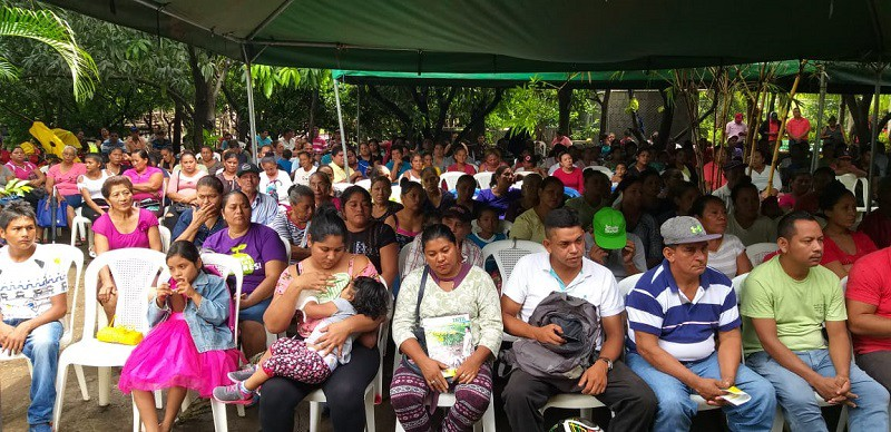 Familias de Quezalguaque participan en el lanzamiento de la estrategia de l desarrollo y producción avícola