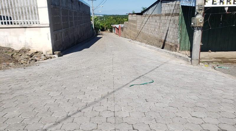 Calle en la comunidad Miraflores en Mateare