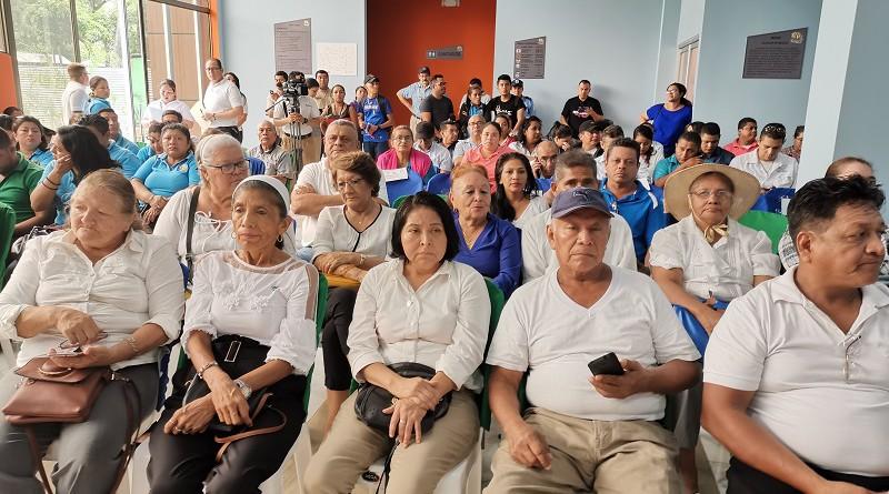 Otra imagen de los presentes en la inauguración