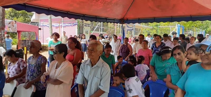 Protagonistas de la casa para las personas con necesidades especiales de salud durante la inauguración de las mejoras hechas a ese centro