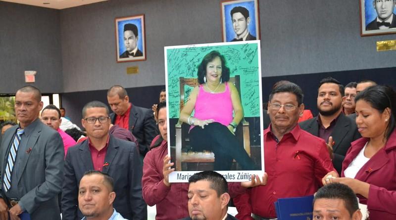 Presente estuvo en todo momento la memoria de María Leonor Morales compañera de estudios de los graduados quien murió por una grave enfermedad en Diriomo.