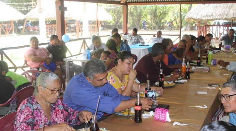 Equipo municipal de Quezalguaque con pastores evangélicos
