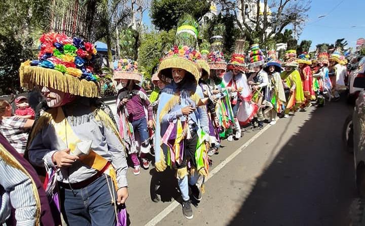 El Toro Huaco.Bailantes