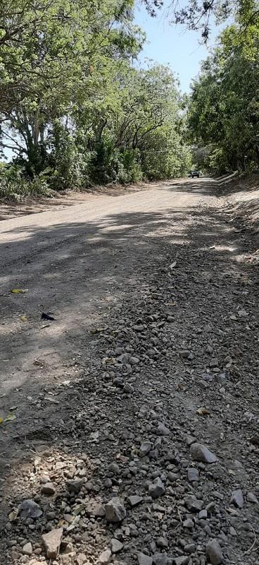 Uno de los caminos  mejorado en Tola.