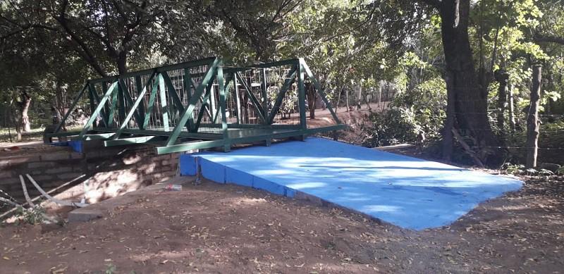 Puente peatonal en Mateare