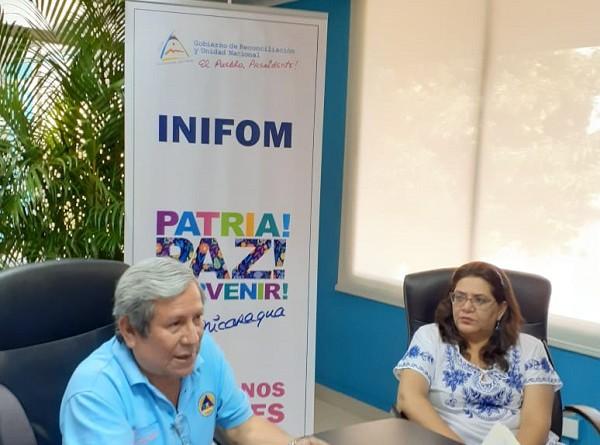 Presidenta ejecutiva de Inifom, Guiomar Irías , y Guillermo González, ministro director de Sinapred