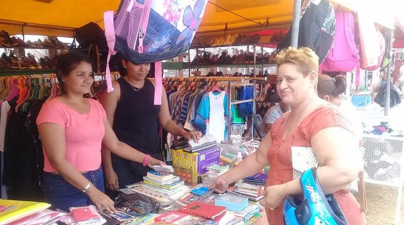 Organización, animación, variedad de productos, velada artística y 85 protagonistas, fueron parte de la súper feria, promovida por la alcaldía en la festividad de aniversario que permitió dinamizar la economía local.
