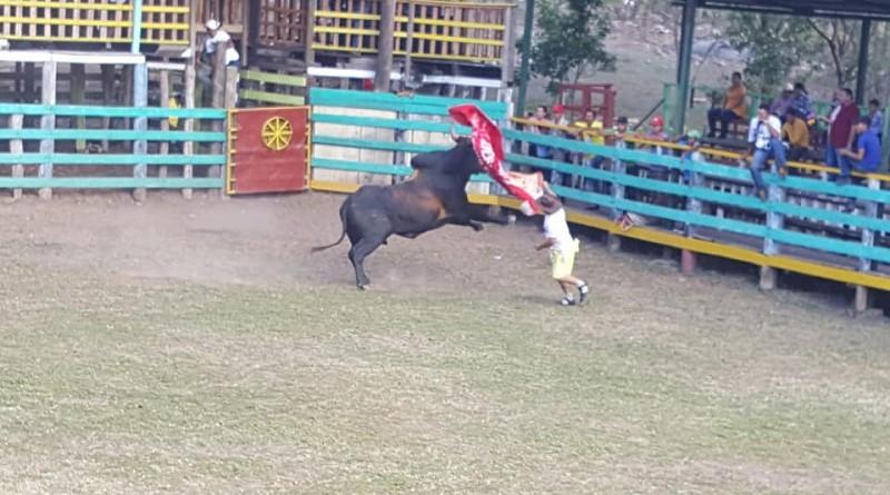 El pasado fin de semana, se desarrollaron actividades taurinas en el Rancho de Juancho; la monta del domingo fue dedicada a los embajadores, diputados y alcaldes.