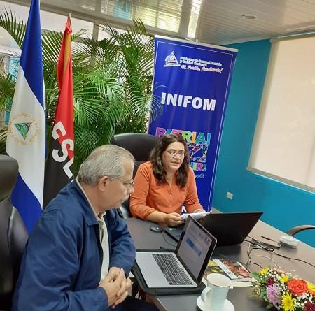 La presidenta de Inifom, Guiomar Irías, acompañada del doctor Carols Sáenz , secretario general del Minsa y especialista en epidemiología