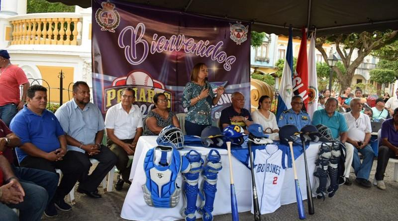 Junta directiva presidida por la alcaldesa de Granada Julia Mena